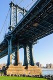 曼哈顿桥梁看法在布鲁克林, NYC,美国 免版税库存照片