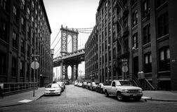 曼哈顿桥梁,从华盛顿街道的看法在布鲁克林,美国 免版税库存照片