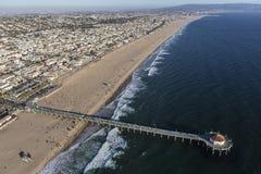 曼哈顿比奇码头和海滩在南加利福尼亚coas 库存照片