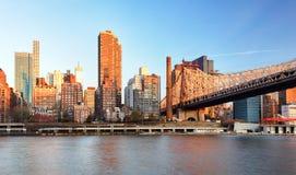 从曼哈顿的爱德科赫皇后区大桥 库存照片