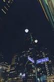 曼哈顿纽约与大厦bokeh的路牌 库存照片