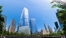 曼哈顿自由塔和1世界贸易中心 免版税库存图片