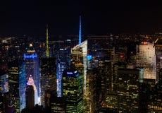 曼哈顿鸟瞰图在晚上 免版税库存照片