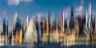 曼哈顿,纽约中间地区地平线印象主义者的看法通过57显示西部在625西部第57个St在地狱的厨房金字塔, 10月 免版税库存图片