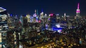 曼哈顿,纽约空中夜视图  高的大厦 Timelapse dronelapse 股票录像