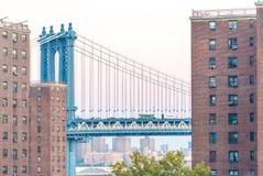 曼哈顿从布鲁克林,纽约的桥梁视图 库存照片
