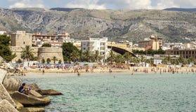 曼弗雷多尼亚海滩看法  免版税图库摄影