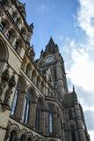 曼彻斯特城镇厅在一个晴天 免版税图库摄影