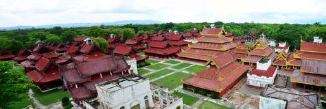 曼德勒宫殿全景在曼德勒,缅甸 免版税库存照片