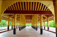 曼德勒宫殿走道在曼德勒,缅甸 免版税库存图片