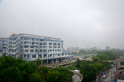 曼德勒市都市风景,当rainning时间在曼德勒,缅甸时 库存照片