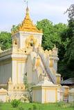 曼德勒王宫遗物塔,曼德勒,缅甸 免版税库存图片