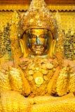 曼德勒,缅甸最巨大的菩萨雕塑  免版税库存照片