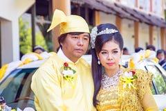 曼德勒,缅甸- 2015年11月15日:缅甸夫妇穿戴tradi 库存图片