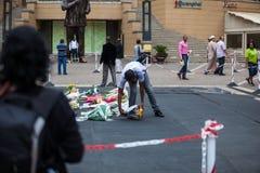 曼德拉的送葬者聚集 库存照片