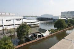 廊曼机场在曼谷是水下的 免版税库存照片