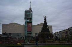 曼海姆Paradeplatz在灰色云彩下的城市广场 免版税库存照片