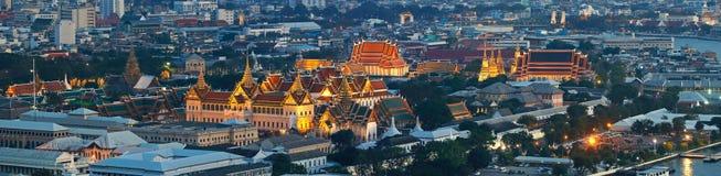 曼谷与曼谷大皇宫,曼谷斜倚的菩萨地标的寺庙的市概要  库存图片