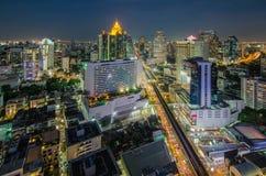 曼谷中心商务区(CBD)在晚上 库存照片
