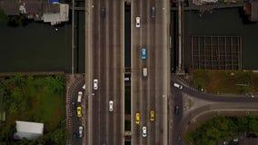 曼谷交通鸟瞰图在顶上的跨线桥的 股票视频