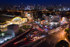 曼谷从头等旅馆视图pointnear华Lamphon的夜场面 库存照片