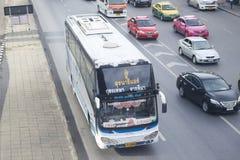 曼谷向suranaree航空公司公共汽车汽车呵叻府  免版税库存照片