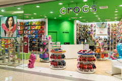 曼谷商城的Crocs商店 免版税库存照片