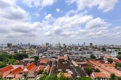 曼谷在金黄山寺庙的市和寺庙视图 库存照片