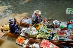 曼谷在saduak泰国附近damnoen浮动的市场 图库摄影