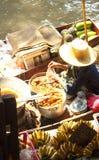 曼谷在saduak泰国附近damnoen浮动的市场 免版税库存图片