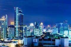 曼谷地平线在晚上 免版税库存照片