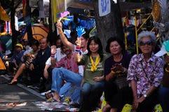曼谷填充他们集会的支持者 图库摄影