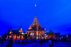 曼谷夜。 库存照片