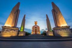曼谷宪法纪念碑微明  免版税库存照片