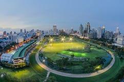 曼谷市与白点视镜的夜视图 免版税库存照片
