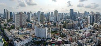 曼谷市全景、纳纳和素坤逸路航空摄影 免版税图库摄影