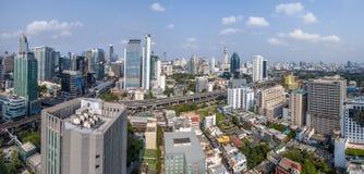 曼谷市全景、素坤逸路和纳纳航空摄影 免版税库存图片