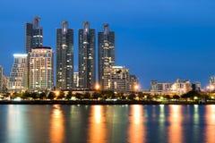 曼谷市反映地平线 免版税图库摄影