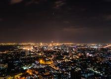 曼谷市在晚上 免版税库存图片