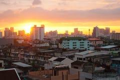 曼谷市地平线日落视图 免版税图库摄影