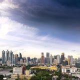曼谷市地平线都市风景有蓝天背景,曼谷市是游人泰国和喜爱现代大都会  免版税库存照片