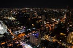 曼谷市顶视图在晚上 免版税库存照片