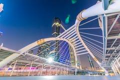 曼谷市-公开skywalk在商业区 库存照片