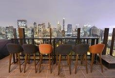 曼谷市从屋顶酒吧的观点 免版税库存照片