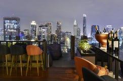 曼谷市从屋顶酒吧的观点 免版税库存图片
