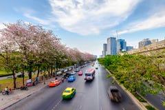 曼谷暮色看法有交通足迹的 免版税库存照片