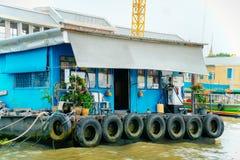 曼谷河的木房子 库存照片