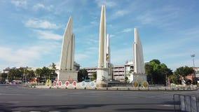 曼谷泰国的民主纪念碑在天空蔚蓝下的 股票视频