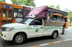 曼谷泰国:微型露天公共汽车 库存图片