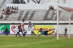 曼谷泰国10月5日:在足球比赛曼谷FC期间对 免版税库存照片